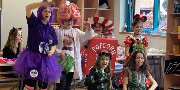 """Kostümwettbewerb: 1. Platz """"Das Gehirn"""", 2. Platz """"Popcorn"""", 3. Platz """"Micky Maus"""" und die """"Waldfeen"""""""